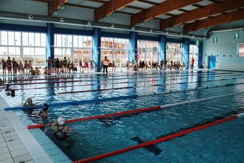 Almeria24h pulp la piscina municipal cubierta de pulp for Piscina municipal cubierta