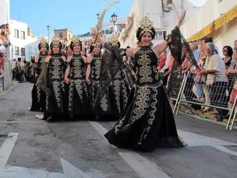 Almeria24h mojcar fiesta de moros y cristianos en mojcar for Piscina municipal los cristianos