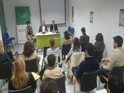 Los integrantes de la Lanzadera de Empleo de Almería inician contactos con empresas para su inserción laboral