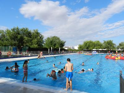 Almeria24h hurcal overa la piscina municipal abre la for Piscina municipal almeria