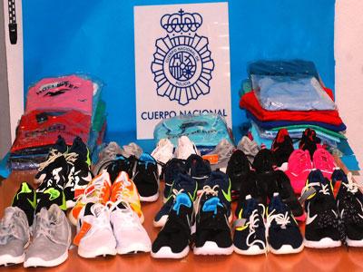 Un detenido por vender droga y ropa falsificada en una tienda de chucherías y a través de whatsapp