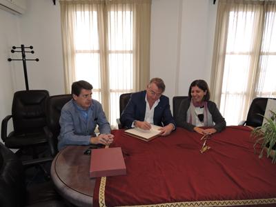 Almeria24h moj car el presidente de radio y televisi n for Oficina turismo mojacar