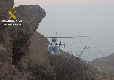 Noticia de Almería 24h: Un helicóptero de la Guardia Civil auxilia a un senderista herido en el Cerro del Fraile