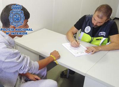 Noticia de Almería 24h: La Policía Nacional detiene a dos pateristas responsables del traslado irregular de 11 inmigrantes desde la costa de Argelia