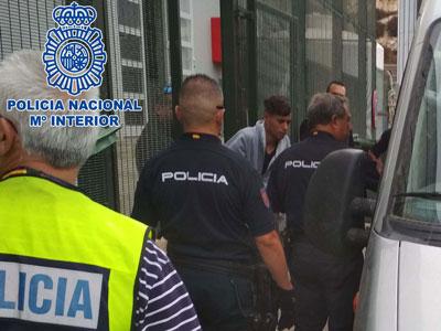 Noticia de Almería 24h: La Policía Nacional detiene al patrón de una embarcación con 18 personas a bordo