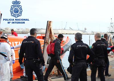 Noticia de Almería 24h: Detenidos los patrones de una patera, rescatada al este de Cabo de Gata con 35 personas a bordo