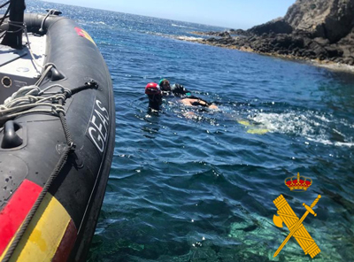 Noticia de Almería 24h: Rescatan el cadáver de un hombre que navegaba en kayak por la playa de los Escullos en Cabo de Gata