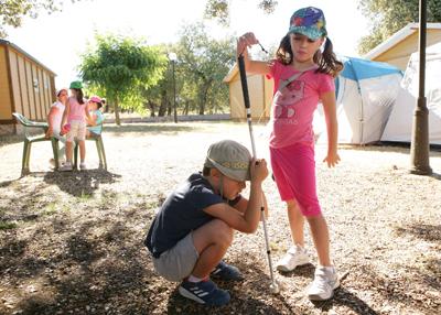 50 chavales con y sin discapacidad, participan en el campamento inclusivo de la ONCE en Los Escullos