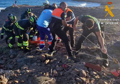 Noticia de Almería 24h: La Guardia Civil auxilia a una persona herida con una fractura abierta en Cabo de Gata