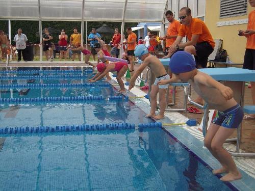 Arrancan los cursos de nataci n en la piscina municipal for Piscina municipal almeria